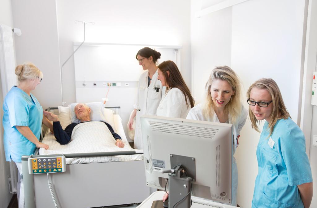 Aerzte-Krankenzimmer-Fotograf-Untersuchung