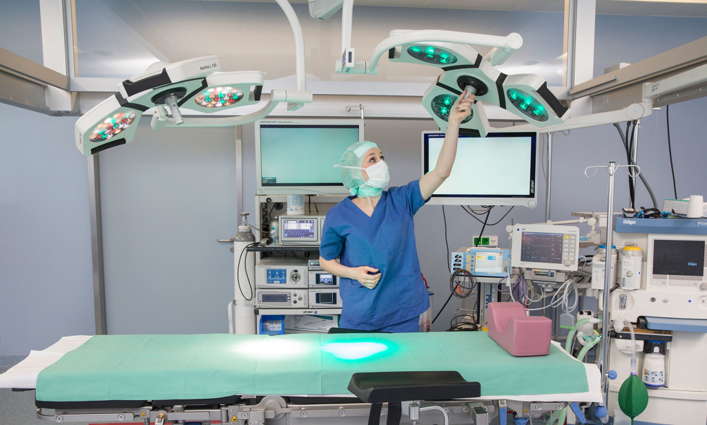 Fotograf-Chirurg-Vorbereitung-Krankenhaus
